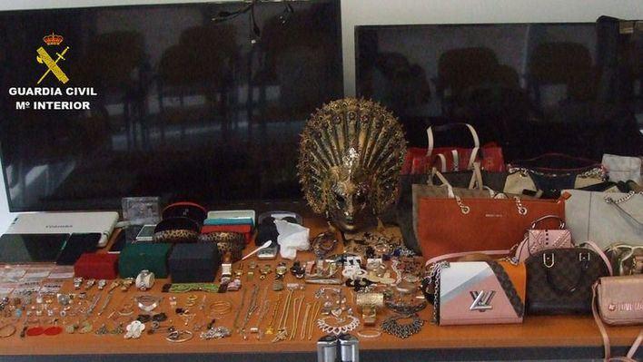 La Guardia Civil busca a los propietarios de joyas recuperadas a una banda de ladrones