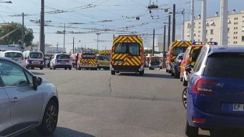 Al menos un muerto y varios heridos en un ataque con cuchillo en un metro de Francia