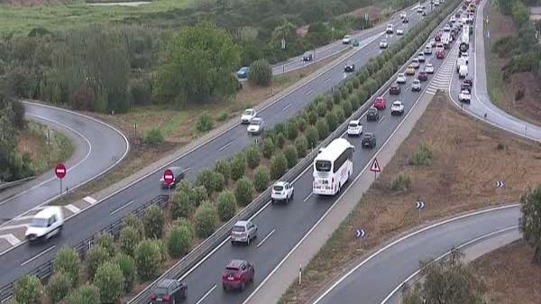La lluvia complica el tráfico en los accesos a Palma