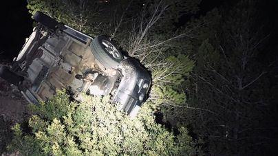 Cae un coche por el barranco del mirador de Cas Mut en Ibiza