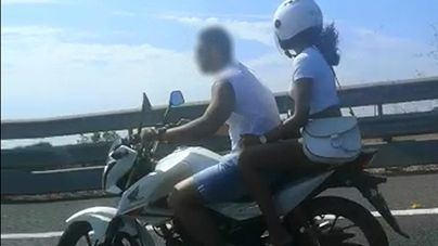 Cazado conduciendo en moto sin casco por la Autopista de Llevant