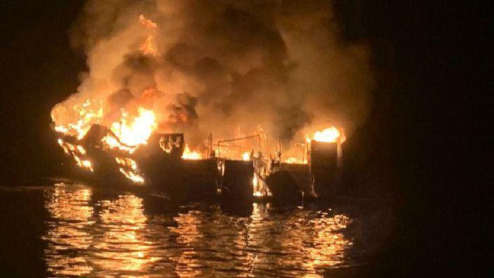 Una veintena de muertos en el impresionante incendio en un barco en California