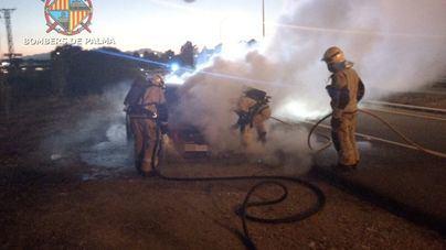 Se incendia un coche a la entrada de Es Figueral