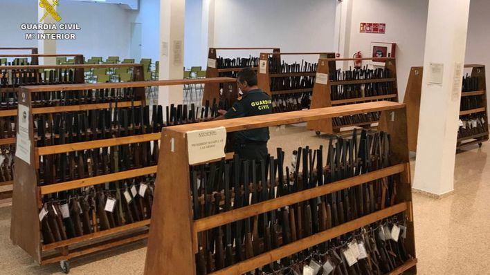 La Guardia Civil subasta más de ochocientos lotes de armas