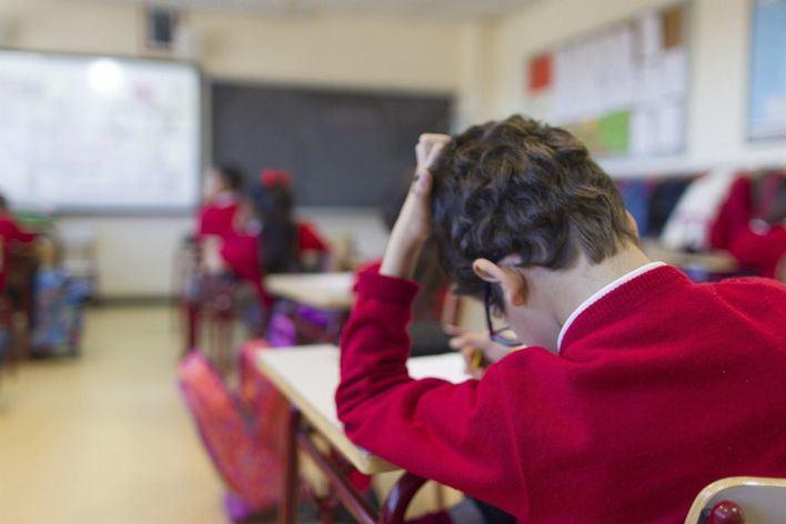 Docentes y padres piden revisar el currículo escolar ante el número de horas en clase
