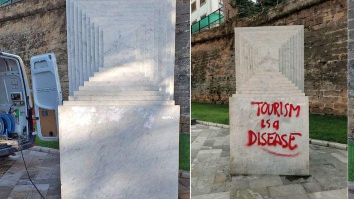 Emaya elimina la pintada turismofóbica de la escultura del Paseo Sagrera