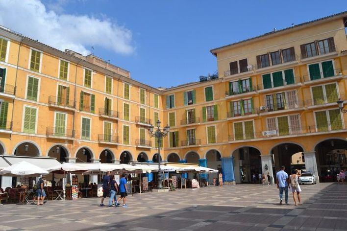 Cort recupera la gestión de las galerías subterráneas y el aparcamiento de la Plaza Mayor