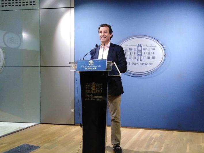 El PP insta al Govern a crear un cheque escolar para familias con una renta inferior a los 48.000 euros