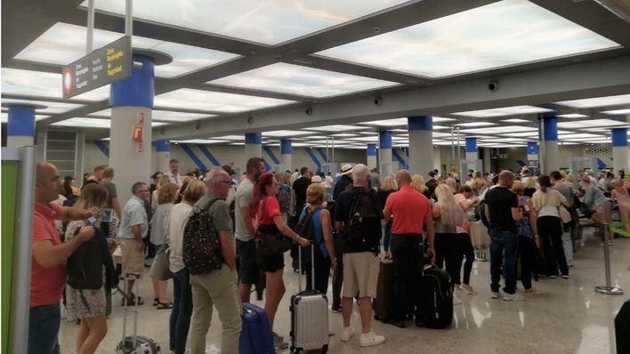 Cerca de 700.000 pasajeros pasarán por los aeropuertos de las Islas entre este viernes y el domingo