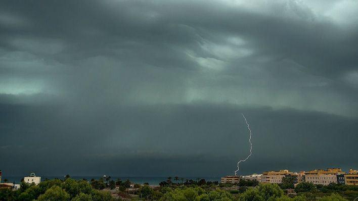 Mallorca en alerta por una línea de tormentas que entra por el sur