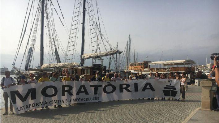 La Plataforma exige una moratoria en la contratación de cruceros en Palma