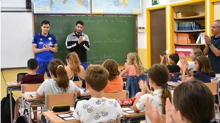 Mati Rosa y Joaki estrenan las visitas escolares del Palma Futsal en el colegio Jaume I de Palmanova