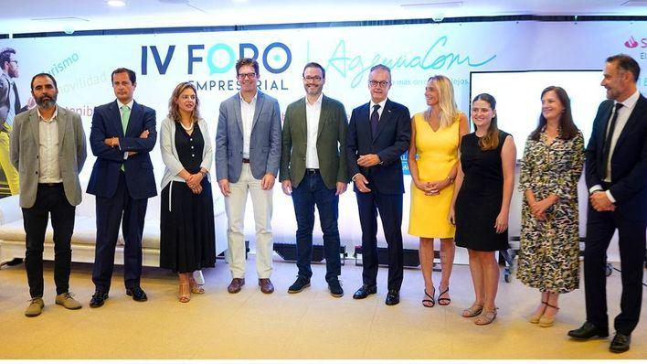 El IV Foro Empresarial AgenciaCom reúne a 200 personas para debatir sobre turismo y movilidad