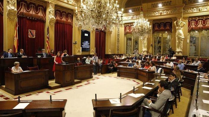 El Parlament abre la puerta a la vía judicial para reclamar los 177 millones que el Gobierno adeuda