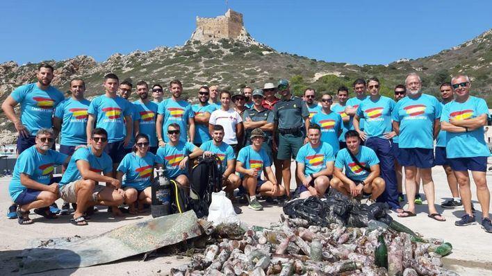 La Comandancia General de Baleares limpia Cabrera