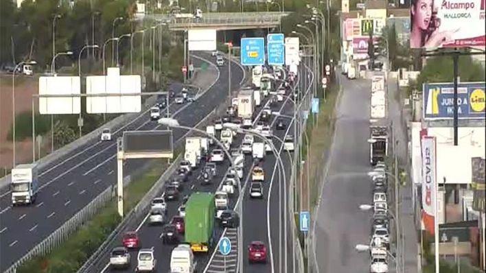 Un accidente en la Autopista de Llucmajor colapsa los accesos a Palma
