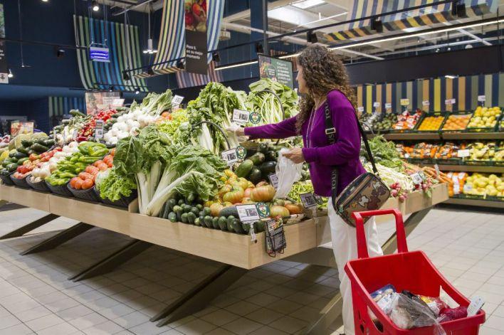 Los supermercados tiran el 2 por ciento de sus frescos y sitúan al consumidor como responsable
