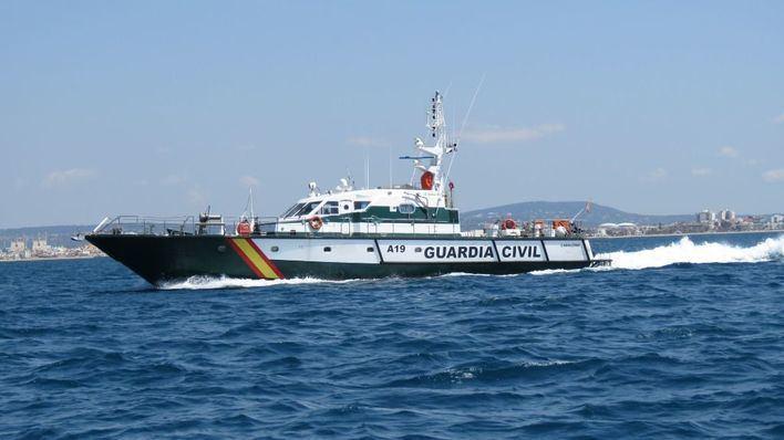 Llega una patera con 17 migrantes a Cala Figuera