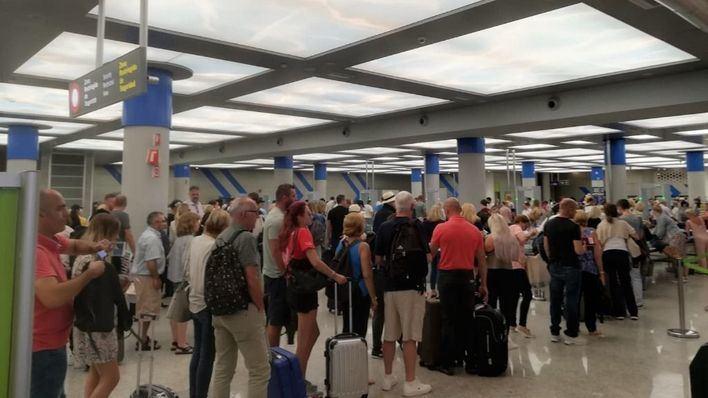 Fomento obliga a las aerolíneas a preguntar la condición de residente al final de la compra