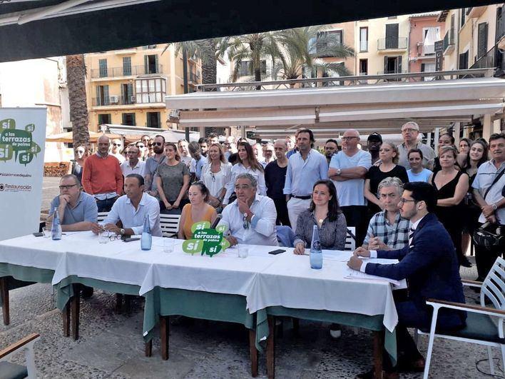 Restaurantes y bares se movilizan contra Cort con su campaña 'Sí a las terrazas de Palma'