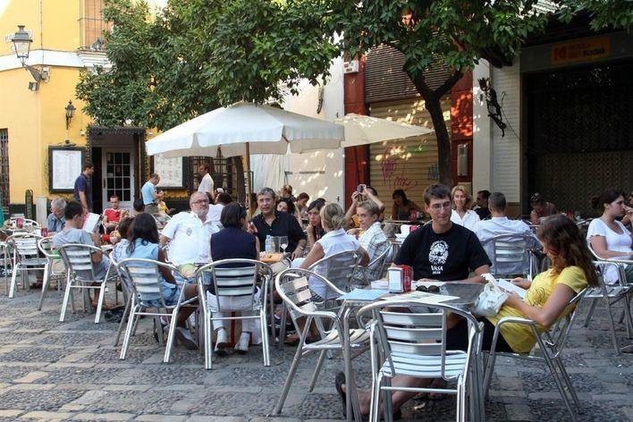 El Ayuntamiento de Palma multa a una de cada tres terrazas que inspecciona