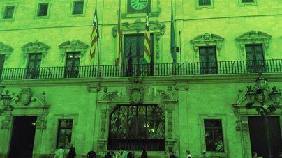 Cort ilumina en verde su fachada por el Día del Ostomizado