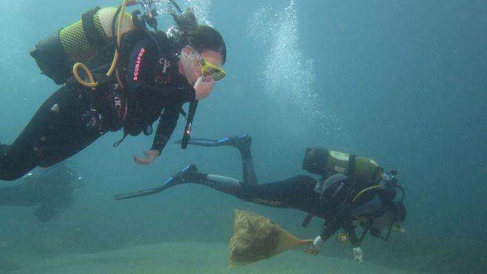 Voluntarios limpiarán este sábado el fondo marino de la playa de Can Pere Antoni