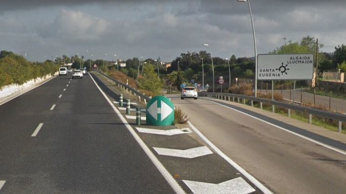 Muere un joven ciclista al chocar contra un coche en la carretera de Manacor