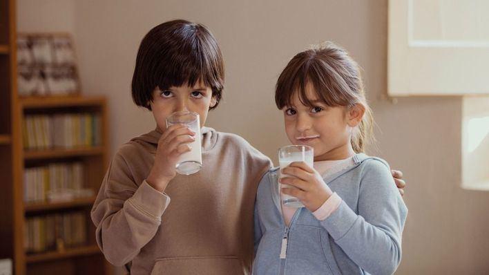 La campaña 'ningún niño sin bigote' permite al Banco de Alimentos entregar 77.000 litros de leche a familias vulnerables