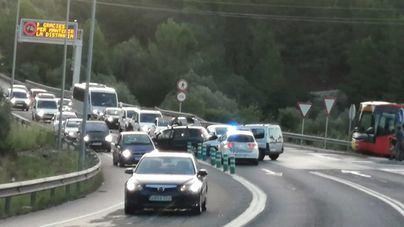 Un accidente en Camp de Mar complica el tráfico en hora punta