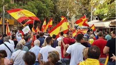 El Día de la Hispanidad congrega a cientos de personas en la Plaza de España de Palma