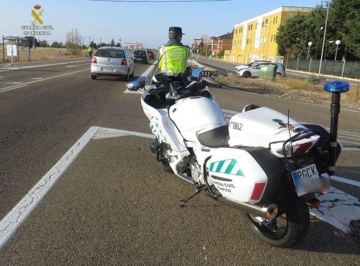 El uso del móvil mientras se conduce lidera el mayor número de multas de Tráfico