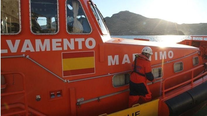 Salvamento Marítimo rescata a 8 migrantes de una patera al sur de Formentera