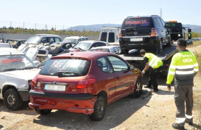 Cort impide la llegada de más vehículos al depósito de Son Toells