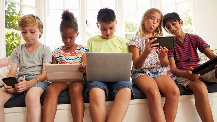 Los niños baleares pasan conectados a Internet casi 840 horas al año