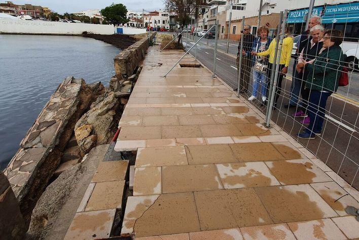 Cort destina 80.000 euros en reparar el muro del paseo de Cala Gamba