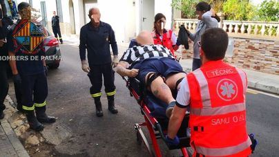Los bomberos rescatan a un británico con sobrepeso en Can Pastilla