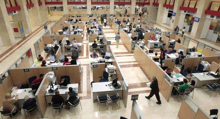 El Gobierno central reconoce que no puede aprobar una subida salarial a los funcionarios