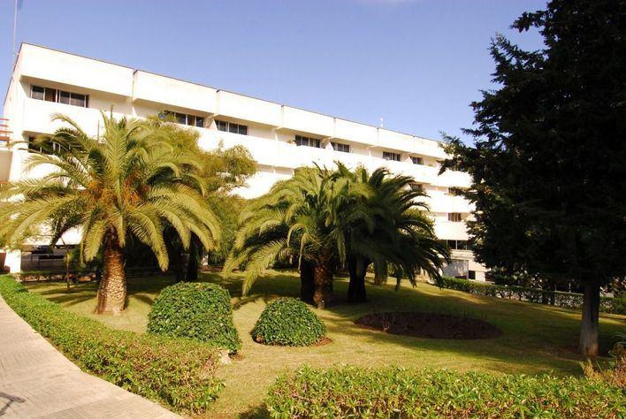 Muere un anciano al caer de un cuarto piso en la residencia La Bonanova