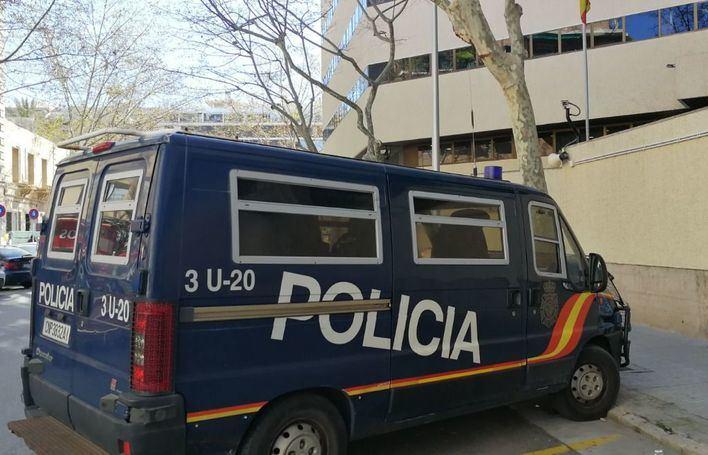 Dos detenidos por alquilar el piso de un banco que reformaban