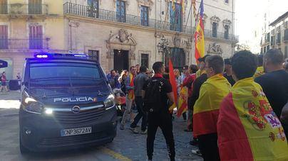 Cientos de personas se manifiestan en Palma en apoyo de la policía desplegada en Cataluña
