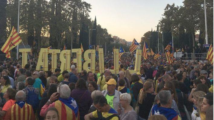 Unas 350.000 personas se manifiestan en Barcelona contra la sentencia del