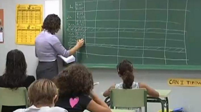 El Consejo Escolar recomienda reducir el horario lectivo de los docentes