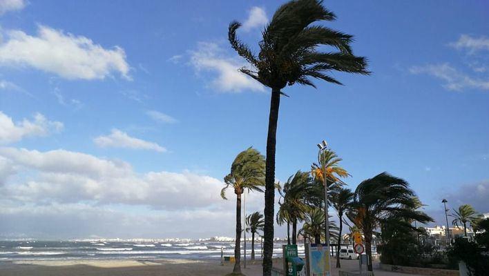 El fuerte viento continuará este martes en Baleares