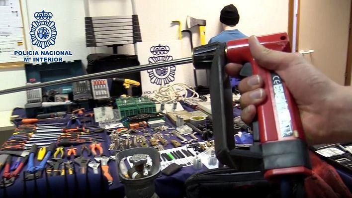 Cae un grupo itinerante de butroneros con un gran arsenal de herramientas para sus robos