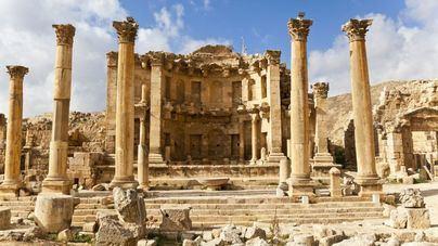 Apuñalados cuatro turistas y un guardia de seguridad en Jordania