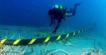 Inician el tendido del cable submarino para la conexión eléctrica entre Menorca y Mallorca