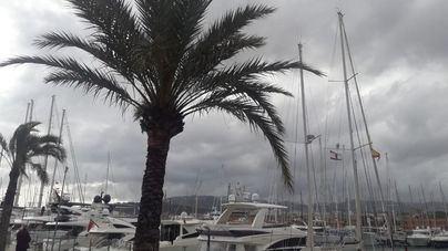 Desplome del termómetro, tormentas, viento y granizo en Baleares