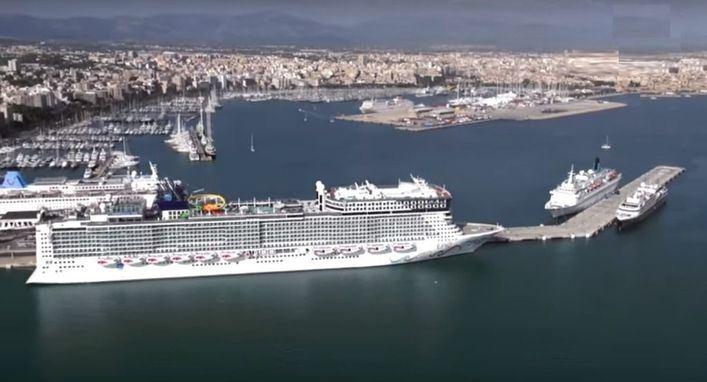 Recogen 8.000 kilos de residuos del fondo del puerto de Palma