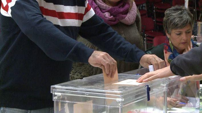 La participación en España es del 37,93 por ciento a las dos de la tarde, 3,5 puntos menos que en abril